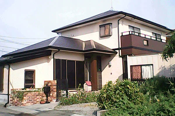 ベージュ色の家