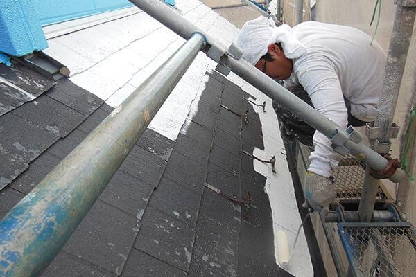 屋根再塗装の様子